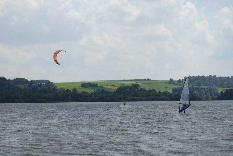 Kemp Moře u rybníka Řeka
